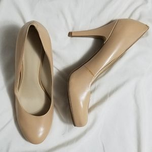 Chic Nine West nude leather heels, 8